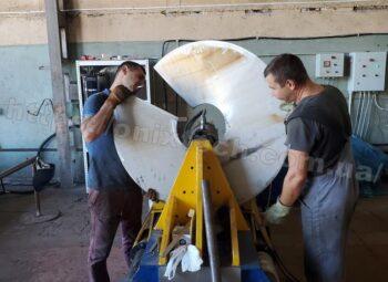 гибка витков шнека толщиной 6мм, диаметром 1000мм,шагом 600 мм из нержавеющей марки стали AISI 304, внутренний диаметр шнековой спирали 219 мм 4